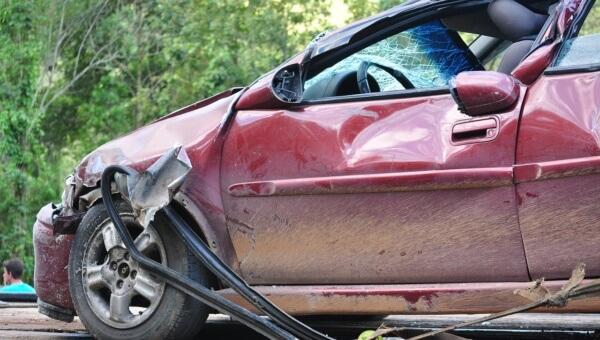 Czy złomować rozbite auto?